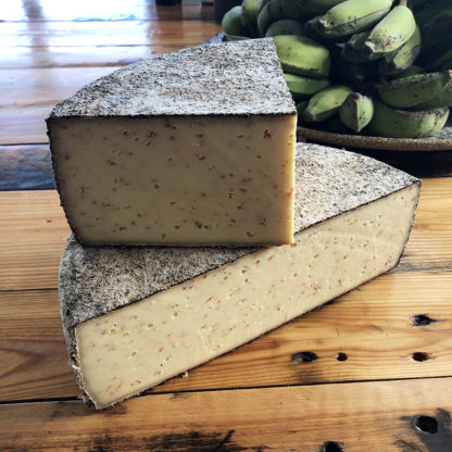 Unpasteurised raw milk cheese with dried rose hip from Rolf Beeler, made in Switzerland