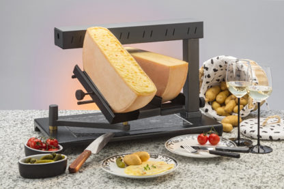 Raclette machine for round or square raclette wheels